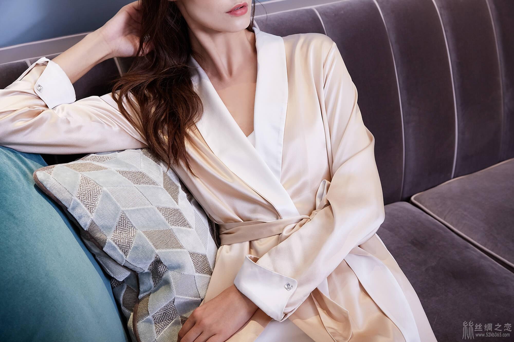 52kb 经典桑蚕丝面料的垂坠感和光泽度,极好地丰富了睡衣质感 TIMGAO070521612.jpg  丝绸物品爱好者 121239za4ncohcwm8owfc8