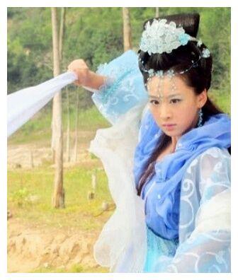 52kb 以绸带为武器的古装美女,唐艺昕尴尬刘亦菲最美,第一是她 7d14-hvcmeux4393721.jpg  丝绸物品爱好者 204703bzxw0xbj40ssuzvs