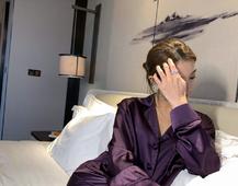 挺好看的紫色丝绸睡衣