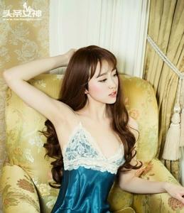 小萝莉李辰明月姓感睡衣