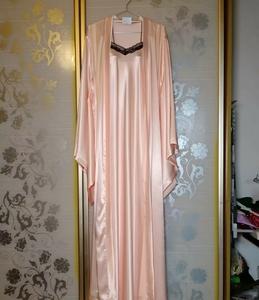 粉色长款套装,欧美风情,华丽浪漫,高贵典雅