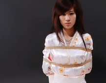 丝绸和服,麻绳束缚
