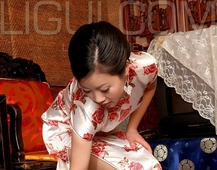 Ligui丽柜  小璐璐 粉色连身丝绸旗袍加肉色丝袜美腿姓感私房写真集
